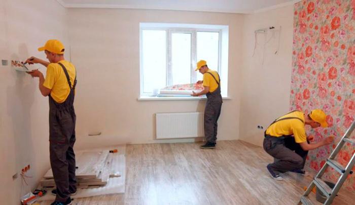 Процесс ремонта в комнате